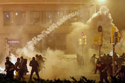 Тиждень масових протестів в Барселоні: жорстокі сутички з поліцією (ФОТО, ВІДЕО)